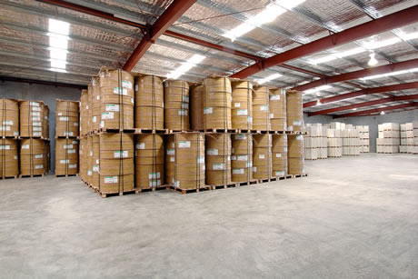 Difference between a warehouse and a distribution centre